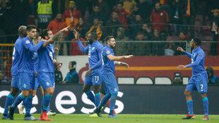 Porto venció 0-1 al Aves con los mexicanos en el campo