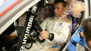 Loeb, sentado por primera vez en el i20 Coupé WRC.