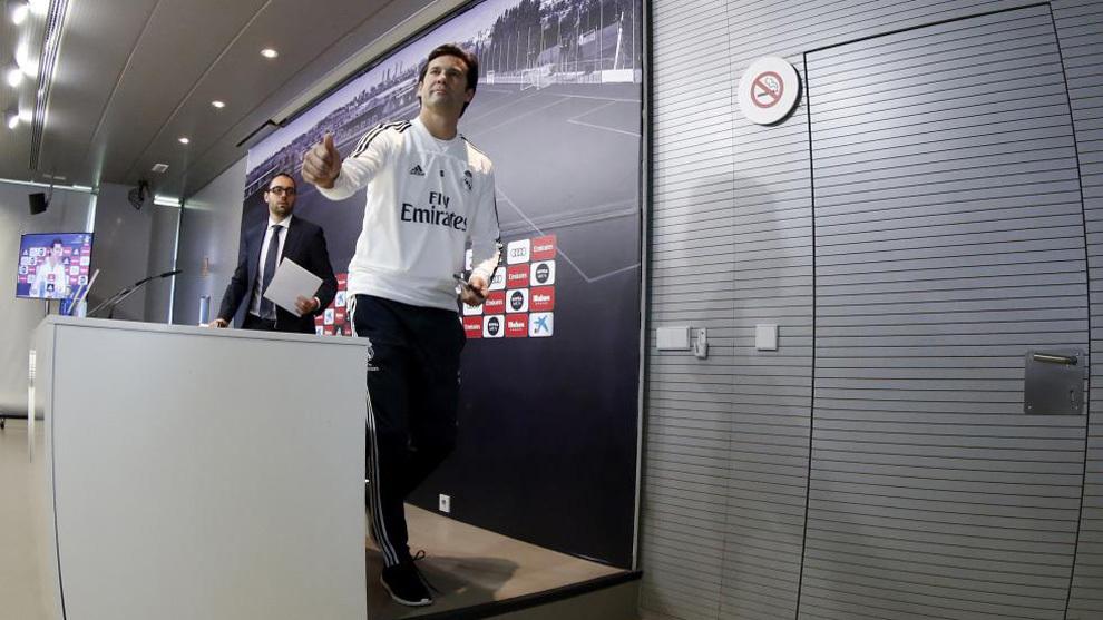 Solari after a press conference at Valdebebas.
