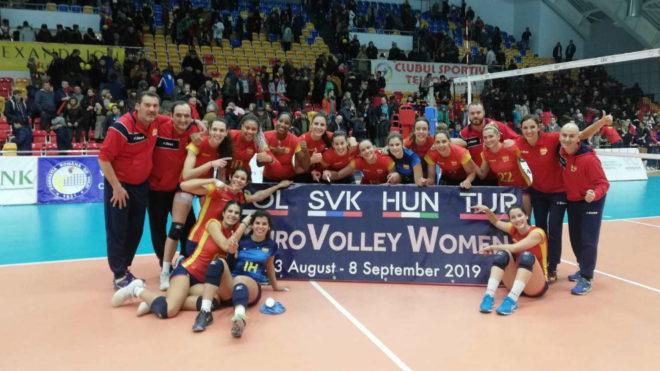 La selección femenina de voleibol celebra su brillante...