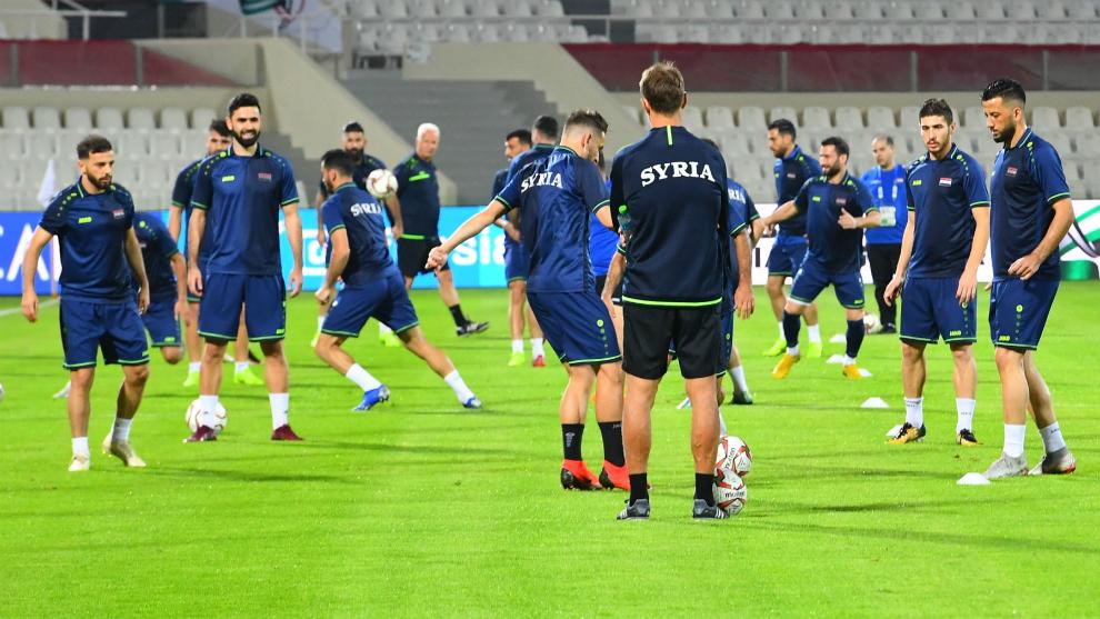 La selección de Siria, durante un entrenamiento previo al partido...