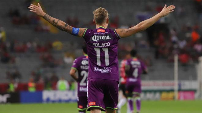 El Polaco Menéndez tiene la difícil tarea de marcar muchos goles