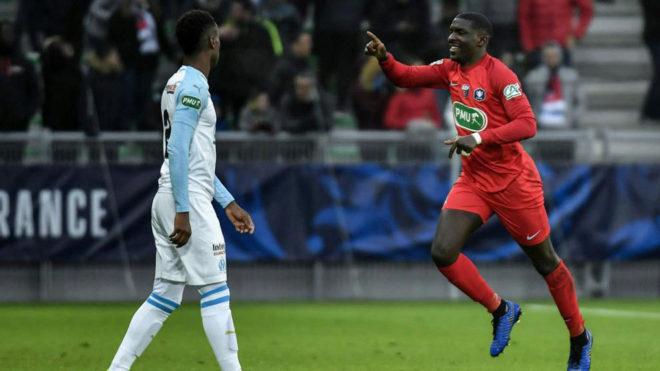 Ngwabije celebra su gol al OM.