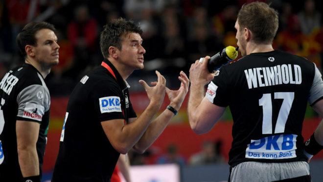 El seleccionador alemán Prokop dando instrucciones en el pasado...