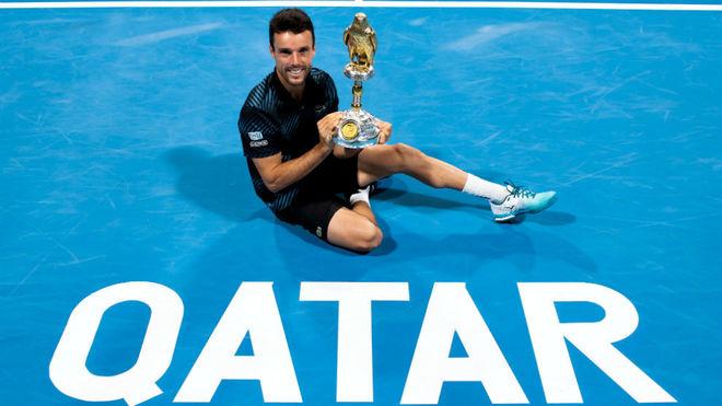 Bautista, con el trofeo de ganador del torneo de Doha