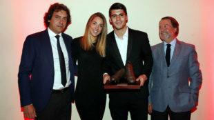 Morata, junto a su agente, Juanma López, su esposa y su padre.