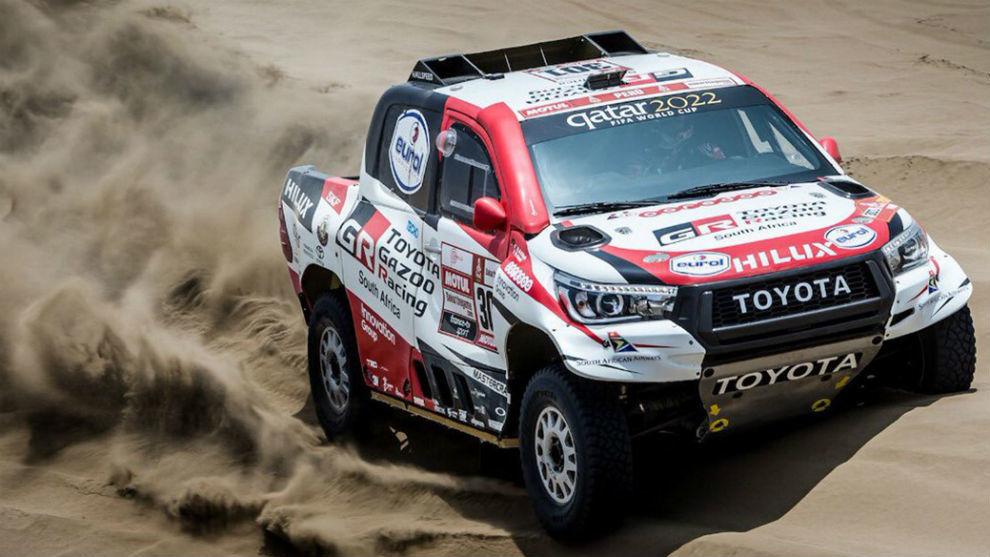 Nasser Al Attiyah, sobre su Toyota, en Perú.