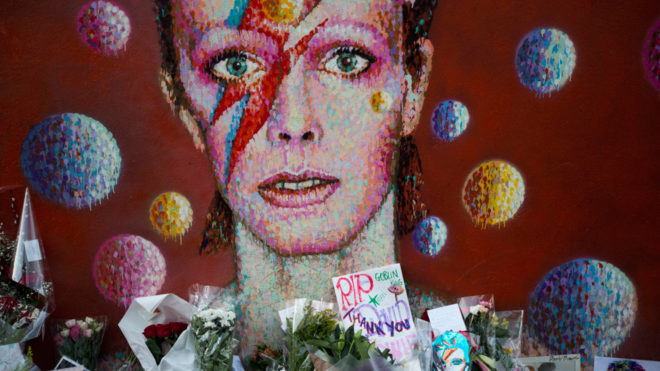 'Spying Through a Keyhole' lo nuevo de David Bowie