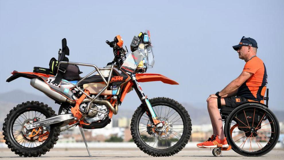 Nicola Dutto, con su KTM adaptada.