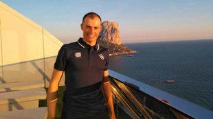 Enric Mas posa este martes en el hotel donde se ha presentado el...