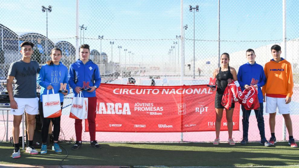 Ángel Guerrero y Pablio Llamas, con los campeones y finalistas