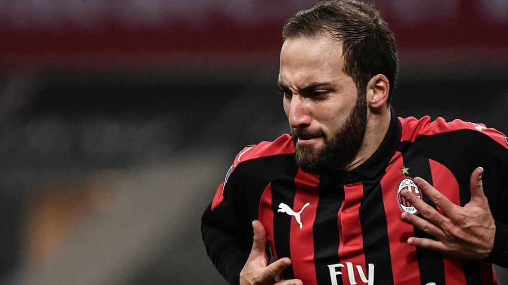 Higuaín celebrating a goal with AC Milan.