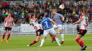 Lance del partido entre Real Sociedad y Athletic Club de la temporada...