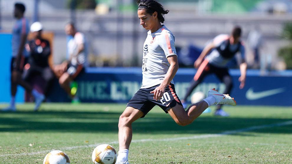 Diego Lainez en un entrenamiento con el América.