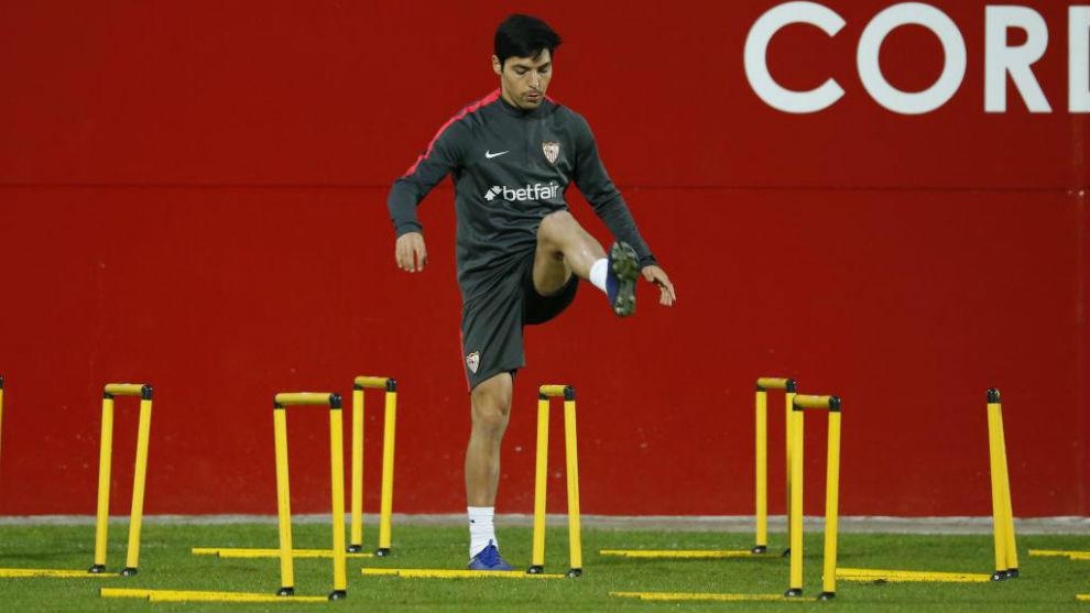 Borja Lasso, durante un entrenamiento con el Sevilla