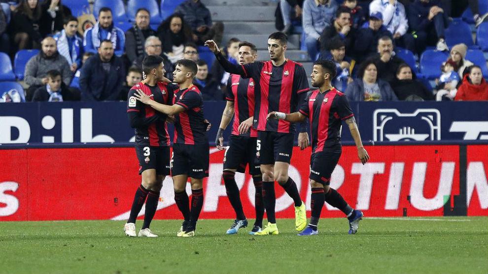 Los jugadores del Reus celebran uno de sus goles al Málaga la pasada...