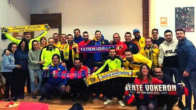 Encuentro entre los aficionados del Extremadura UD y de la AD...