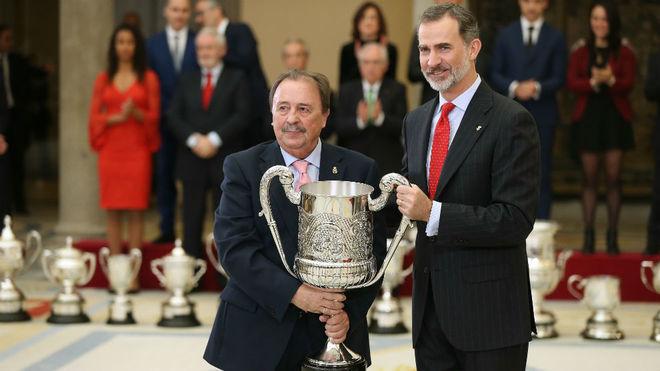 Juan de Dios Román, tras recibir el premio Fco. Fernández Ochoa de...