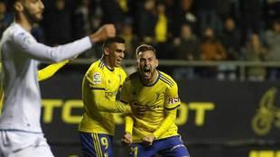 Carrillo celebra con rabia y junto a Romera su gol al Deportivo, el...