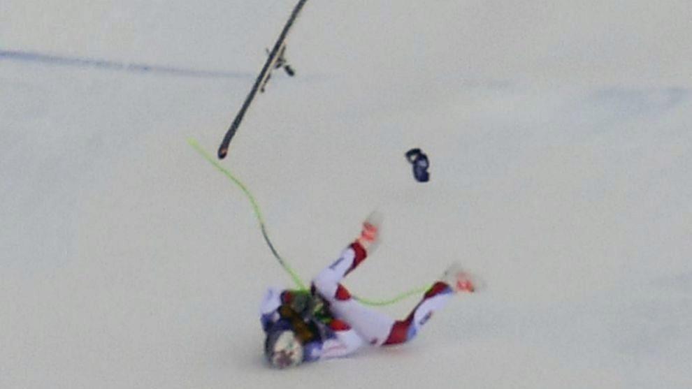Momento de la terrible caída de Marc Gisin en el descenso de Val...