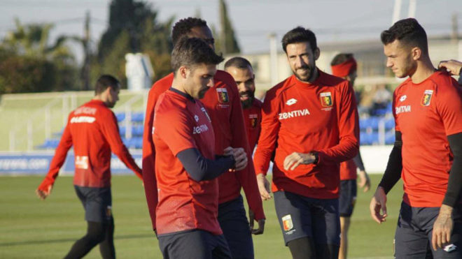 Los jugadores del Genoa, entrenando en Pinatar.