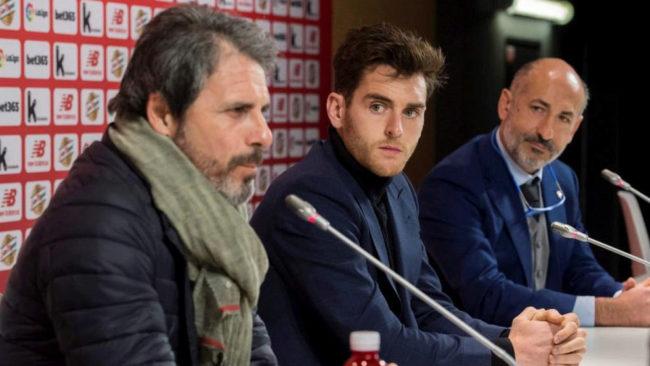 Alkorta, Ibai y Aitor Elizegi, durante la rueda de prensa ofrecida...