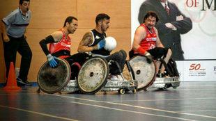Tres jugadores españoles de rugby en silla