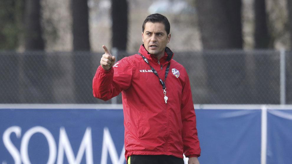 Francisco durante un entrenamiento del Huesca.