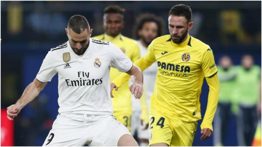 Layún, con Benzema en un enfrentamiento entre Villarreal y Real...