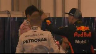Verstappen, empujando a Ocon en Brasil.