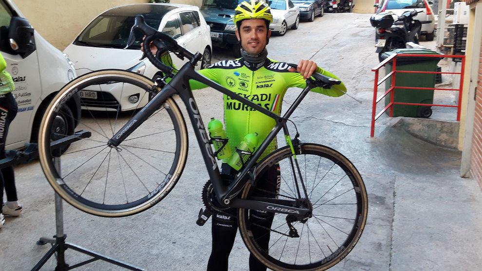 Beñat Intxausti (32), esta semana en Benidorm con el maillot de la...