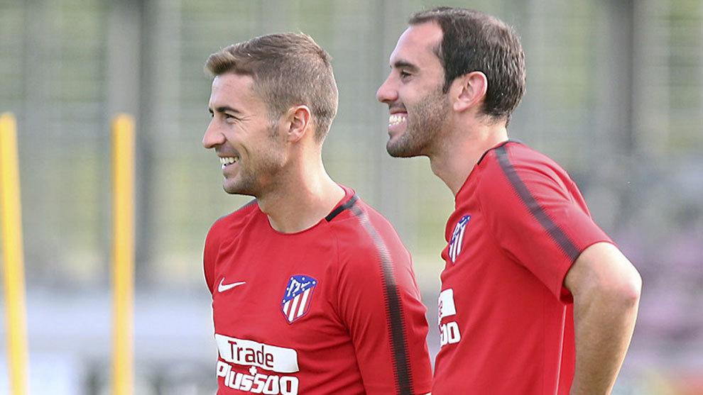 Gabi y Godín, durante un entrenamiento del Atlético de Madrid