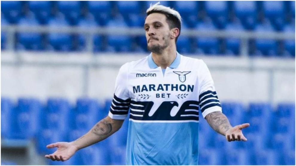 Luis Alberto celebra su gol contra el Novara.