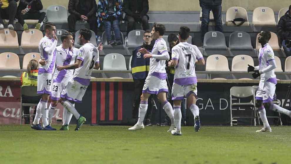 Los jugadores del Numancia celebran con Oyarzun el gol de Catena en...