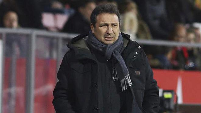 Eusebio observa el Girona-Alavés.