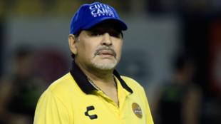 Diego Maradona dirige un entrenamiento de Dorados