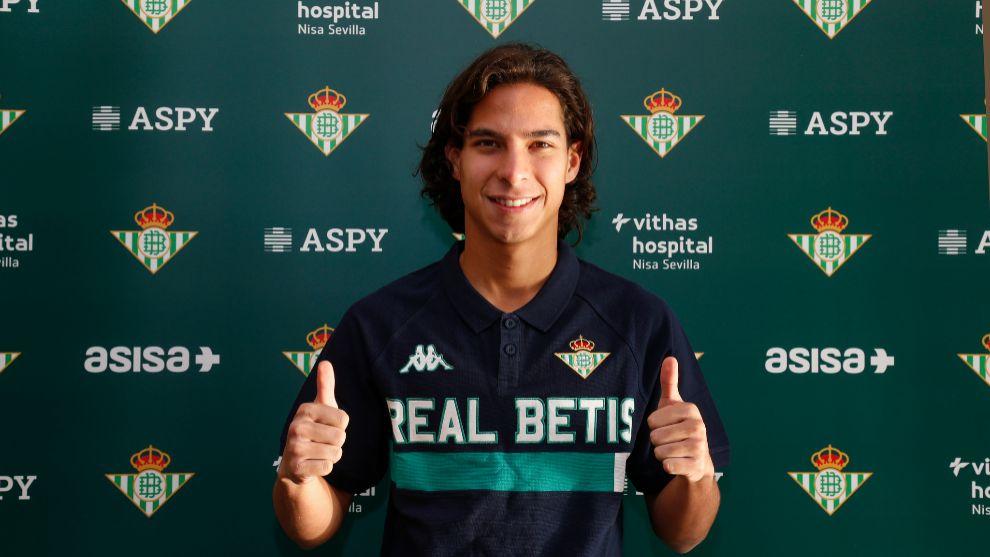 Lainez pasa las pruebas médicas y ya posa como jugador del Betis