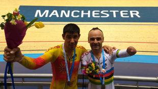 Eckhard y Ten, con sus medallas el na Copa de Europa de Mánchester