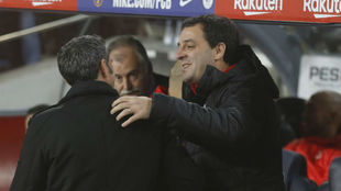 Valverde y Azkargorta se saludan.