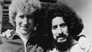 Cuéllar a lado del portero escocés Alan Rough en 1978