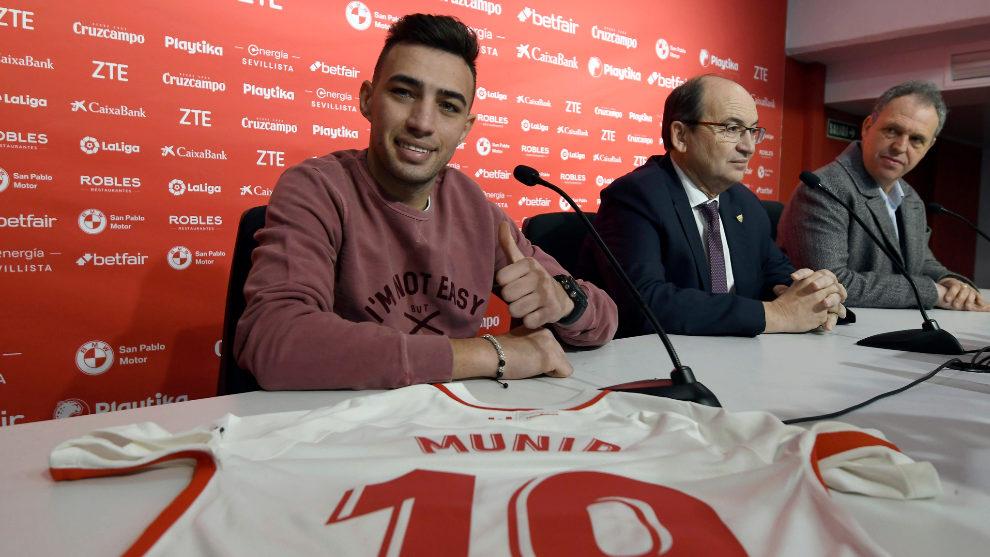 Munir, durante su presentación junto a Castro y Caparrós.