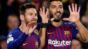 Messi y Luis Suárez celebran un tanto.