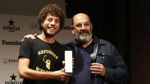 Pablo García, en el momento de recoger el premio.