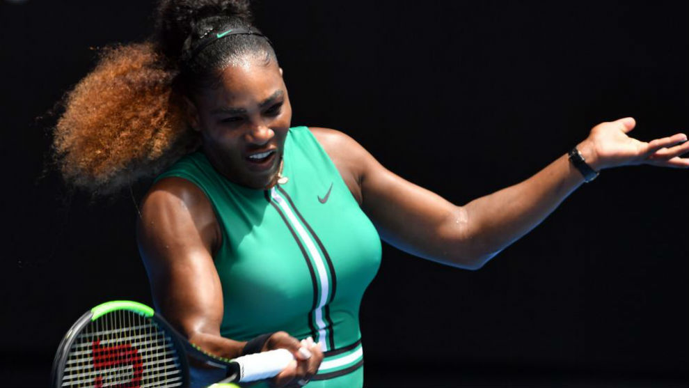 Serena pega de derecha