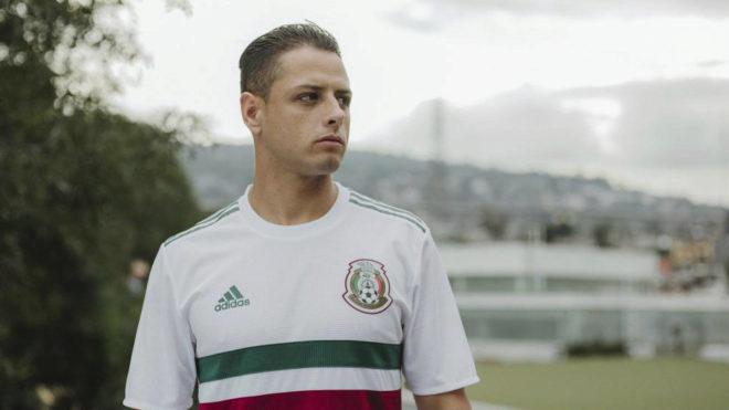 Chicharito, en un acto con la selección mexicana.