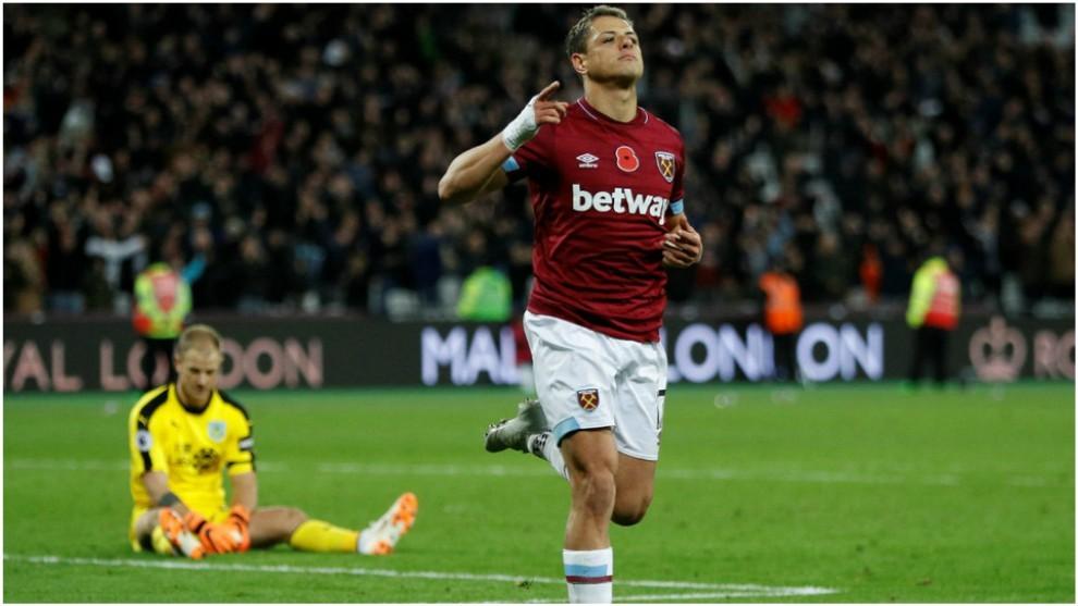 Chicharito, en un partido con el West Ham.
