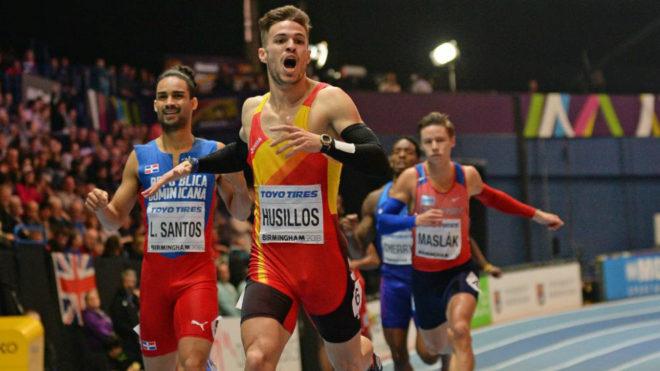Óscar Husillos se impone a Luguelín Santos en la final de los 400...
