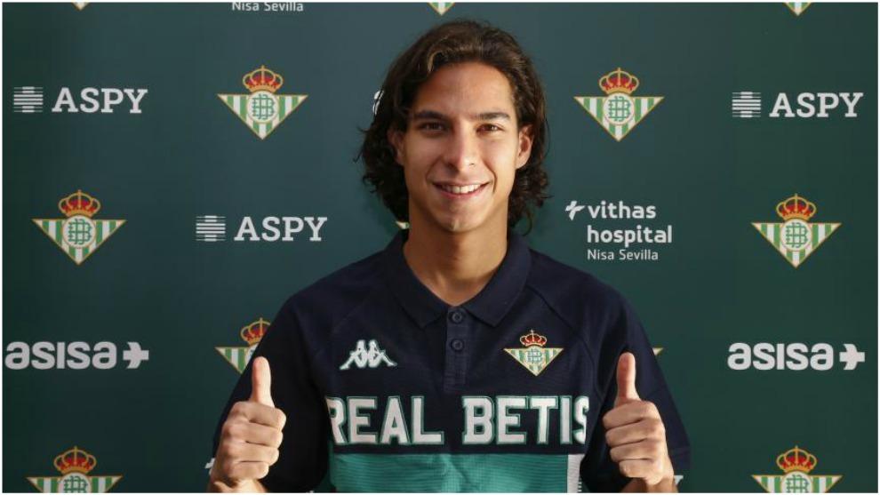 8c9efc265ff La presentación de Diego Lainez en vivo como nuevo jugador del Betis ...