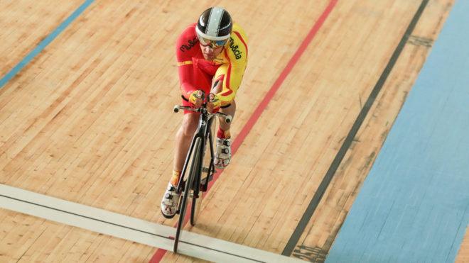 Edu Santas compitiendo con la selección española de ciclismo...