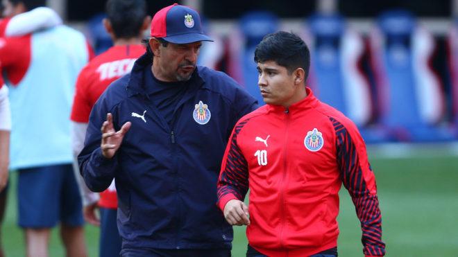Chivas se queda sin 'La Chofis' López, será operado de la rodilla